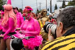 Oh my gosh, look!  there's someone on their cellphone! (www.phileidenbergnoppe.com) Tags: seattle fremont solstice solsticeparade phileidenbergnoppe copyrightphileidenbergnoppe fremontsolsticeparade2016