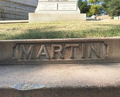 Martin (Stewf) Tags: cemetery gravestone lettering sans mountainviewcemetery curvedsurface flaresans