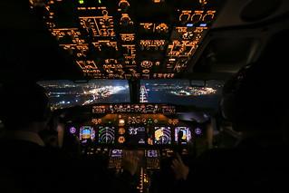 Boeing 737 - Cockpit Landing