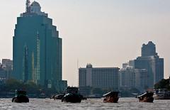 (seua_yai) Tags: river thailand asia southeastasia bangkok thai tugboat chaophrayariver