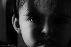 DSC_0157 (Josune Martin) Tags: blancoynegro sol gente retrato interior negro nia beb ojos bebe fondo sombras baba pestaas pompa monocromtico monocromatico fondonegro