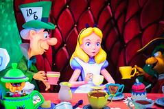 Alice in Wonderland (goenhome) Tags: california disneyland anaheim fantasyland aliceinwonderland disneylandresort darkride