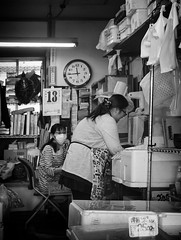 D7K_2067_ep_gs (Eric.Parker) Tags: bw fish japan tokyo mask market tsukiji tsukijifishmarket 2016