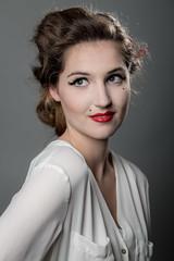zeitgereits: p. (in-fluenz) Tags: portrait people sexy studio makeup hannover menschen augen frau blitz weiblich blicke unschrfe