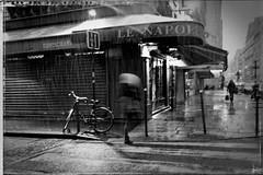 Le Napoléon sous la neige (Paolo Pizzimenti) Tags: paris film paolo hiver olympus dxo neige nuit vignette zuiko froid f28 vélo argentique matin e5 doisneau pellicule 1122mm xème