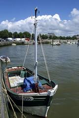 Le Crotoy, port de pche (Ytierny) Tags: france station vertical port bateau quai navigation picardie bassin pche somme balnaire littoral chenal lecrotoy ctepicarde crotoyle ytierny