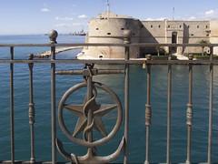 Simboli (NIKOZAR (Nicola Zaratta)) Tags: marina italia mare olympus puglia taranto ancora castelloaragonese marpiccolo margrande pontegirevole olympusxz1