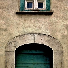 n°35 (archifra -francesco de vincenzi-) Tags: door italy square puerta porta porte minimalism 35 carré portone molise portale minimalisme minimalart agnone n°35 arcoasestoribassato archifraisernia francescodevincenzi
