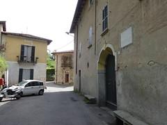 La casa in cui tenne lo studio il conte Emilio Gola dal 1892 al 1923 (Mauro Vezzoli) Tags: strada mondonico viaemiliogola olgiatemolgoralc viaemiliogola37 casadiemiliogola