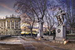 Palacio Real (dleiva) Tags: madrid architecture real arquitectura royal palace crepusculo estatua palacio staue madridprovince madrudaga