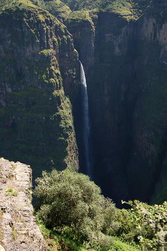 """Góry Simien - wodospad w okolicach Geech <a style=""""margin-left:10px; font-size:0.8em;"""" href=""""http://www.flickr.com/photos/125852101@N02/16354028209/"""" target=""""_blank"""">@flickr</a>"""