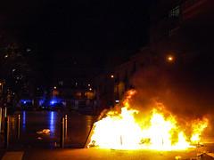 #ElBancResisteix (MarRomeroSala) Tags: barcelona street fire fight police carrer policia gracia foc violncia