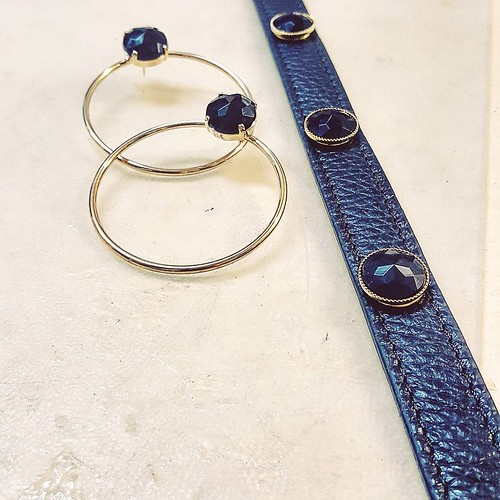 Il Total Black scelto da Marianna #black #totalblack #accessori #personalizzati #madeinitaly #handmade #collane #bracciali #spille #orecchini #earrings #swarovsky #pelle #personalizza #lettera #instagood #furry #goodday #instabday #cinture #fashionjewelle