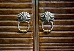 DOHA STREET SHOT (patrick555666751) Tags: street door de puerta shot porta porte knock doha qatar poignees