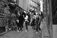 Por las calles de Toledo (Jotha Garcia) Tags: street people primavera monochrome shop shopping monocromo blackwhite calle gente may visit tienda gifts toledo mayo leisure turismo ocio visita compras regalos turism castillalamancha 2016 nikond3200 jothagarcia