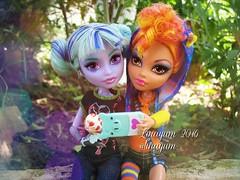 (Linayum) Tags: monster toys doll dolls mh mattel juguetes bestfriends bff muecas twyla mueca selfie howleen linayum monsterhigh howleenwolf