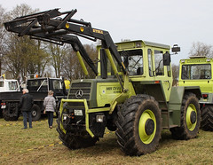 MB trac (The Rubberbandman) Tags: tractor green truck germany mercedes benz traktor outdoor farm farming equipment turbo german vehicle trailer hay bales mb fahrzeug haybales 1300 trac bruchhausen vilsen