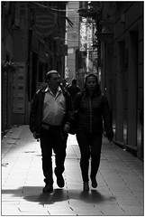 La passeggiata - The walk (Matteo Bersani) Tags: walk walking camminare passeggiata streetphotograpy alley strada via controluce bwbwbnblackwhitebianconero italybw genova coppia amore love pair sonyalphaitalia a58