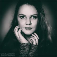 Marvel (Passie13(Ines van Megen-Thijssen)) Tags: portrait blackandwhite bw netherlands girl monochrome zwartwit fineart sw monochrom portret zw studioshoot 500x500 monochroom inesvanmegen inesvanmegenthijssen