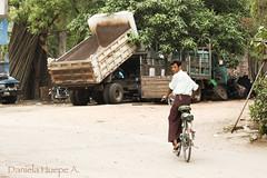 (d.huepe) Tags: world life road street city people man bike canon vendedor calle gente yangon burma ciudad bicicleta vida bici worker myanmar simple citizen seller mundo hombre mandalay bycicle trabajador birmania ciudadano t1i