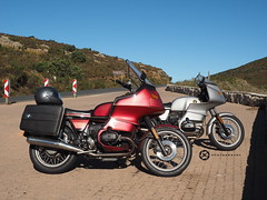 The Two Brothers (jan-krux photography - thx for 1.6 Mio+ views) Tags: africa mountains classic south bikes olympus biking western bmw boxer cape motor motorbikes airheads omd motorbiking em1 franschhoek suedafrika motorraeder westkap 1981bmwr100rt 1984bmwr100rs