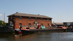 """""""Bigmere"""" & """"Gifford"""". Ellesmere Port Boat Museum. (Neil Harvey 156) Tags: canal barge gifford canalbarge ellesmereport bigmere ellesmereportboatmuseum nationalwaterwaysmuseum"""