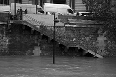 """Flood 6"", Voie Georges Pompidou, Paris 4e (nassimjaouen) Tags: street urban blackandwhite bw paris streets monochrome nikon cityscape flood streetphotography streetlife streetphoto bnw blackandwhitephotography urbanphotography picoftheday streetphotographer quaisdeseine paris4 nikond90 streetphotographybw streetphotographyparis parisstreetphotography streetphotobw instagramapp uploaded:by=instagram instagood bnwsociety bnwlife bnwcaptures parisflood"