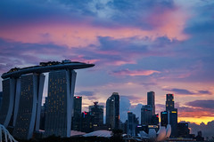 Sky colors (elenaleong) Tags: architecture buildings singapore dusk landmark mbs aftersunset urbanisation skycolours citysunset colouredclouds tgrhu elenaleong