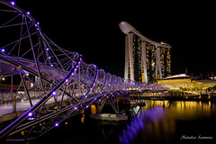 Helix bridge, Singapure (leonova_natalia) Tags: singapore asia nightcity marinabay downtownsingapore helixbridge marinabaysands nightsingapore