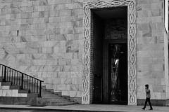 Too big door..  (W24-2016, Milan) (AST - Photos) Tags: street milan blackwhite milano blackdiamond