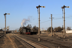 I_B_IMG_7401 (florian_grupp) Tags: china railroad train landscape asia mine desert muslim railway steam xinjiang mikado locomotive ore js steamlocomotive 282 opencastmine yamansu