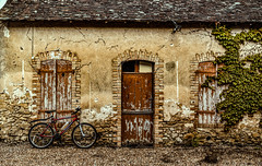 Old house at St Benoit (Dave2638) Tags: france lemans digitalcameraclub lemans2016