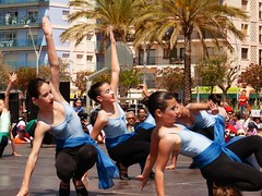 Da de la Danza (100) (calafellvalo) Tags: ballet girl youth dance fiesta child dancers danza folklore calafell tnzer nios tanz sitges baile flamenco garraf tanzen danser alegra roco juventud espectaculo danseurs costadorada calafellvalo rocieras esbarts danzadansabaileflamencoballetarmoniaolddancedancingbailarinas tanzmisik