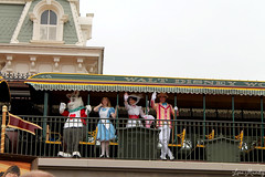 Opening Ceremony (disneylori) Tags: mainstreet alice bert disney disneyworld characters wdw marypoppins waltdisneyworld magickingdom openingceremony aliceinwonderland mainstreetusa disneycharacters facecharacters nonfacecharacters aliceinwonderlandcharacters marypoppinscharacters twhiterabbit
