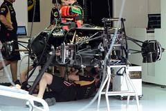 2013 GP F1 Spain.  Lotus team . DSC_4526e (antarc foto) Tags: lotus team working e21 2013 gp f1 spain circuit de catalunya montmeló barcelona nikon d7000 grand prix gran formula one formule pitlane walk pit lane