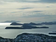 Les îles élaphites avec en avant-plan Babin kuk (CORMA) Tags: dubrovnik croatie babinkuk ilesélaphites