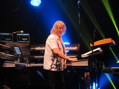 An Evening with Yes - Chris Squire, Steve Howe, Alan White,  Geoff Downes & Jon Davison (Peter Hutchins) Tags: evening concert tour with yes an entire alanwhite closetotheedge stevehowe 2013 chrissquire geoffdownes theyesalbum goingfortheone jondavison