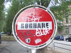 sognare (en-ri) Tags: writing torino graffiti sticker tag dos slap rosso leone bianco nero segnale stradale divieto sognare daccesso riper