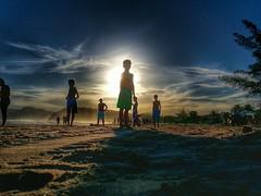 Gigantes pela prpria natureza (Fake Plastic Breno) Tags: blue sunset sea brazil sky sun praia beach rio brasil de landscape sand child janeiro soccer paisagem buzios hdr