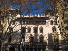 Faade of Casa Macaya - Art Nouveau in Barcelona (Sokleine) Tags: barcelona windows architecture spain modernism catalonia espana artnouveau espagne barcelone fentres catalogne catalanmodernism dcorarchitectural casacamaya