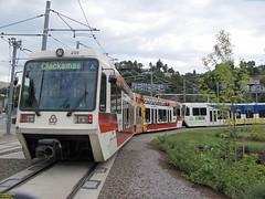 2001 Siemens SD660 #319 & 1996-1998 Siemens SD600 #239 (busdude) Tags: 2001 light max siemens rail area express trimet metropolitan 239 319 19961998 lrv sd600 sd660