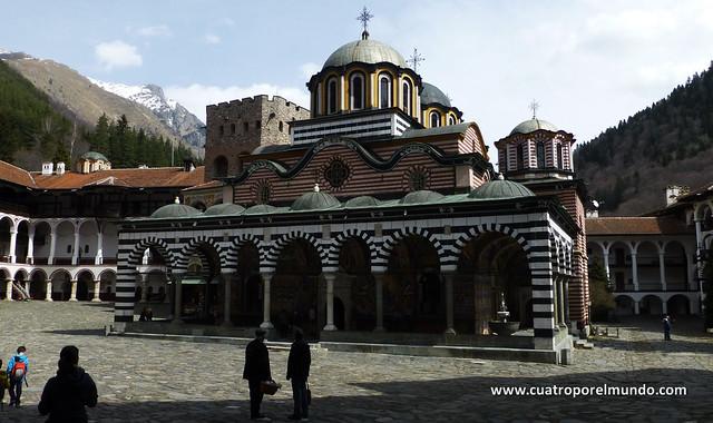 Vista general del edificio central del monasterio