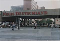 U+S Bahnhof Alexanderplatz 1990 - Neues Deutschland (ubiquit23) Tags: berlin alex deutschland alexanderplatz brcke 1990 sbahnhof neuses