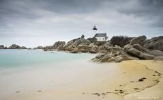 Phare de Pontusval (Kambr zu) Tags: longexposure sea cloud lighthouse tourism beach sand nikon north bretagne swell phare finistre brignogan finistrenord filtrend erwanach kambrzu benpol