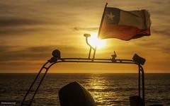 Chile (Aejandro Retamal) Tags: chile sunset sol mar air bandera constitucion oceano