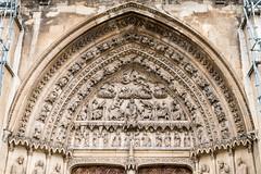 DSC2969 Tmpano de la Puerta central de la Portada Sur de la Catedral de Santa Mara de Regla, siglo XIII, en Len (ramonmunoz_arte) Tags: de catedral len vidrieras claustro sepulcro