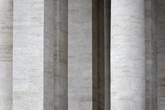 Luci e ombre in Vaticano (S. Hemiolia) Tags: rome roma vaticano marble bernini colonne marmo spietro colonnato