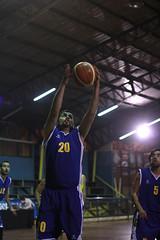 TUCAPEL VS WOLF__59 (loespejo.municipalidad) Tags: chile santiago miguel azul noche amarillo bruna silva deportes jovenes balon rm adultos alcalde competencia basquetbol loespejo