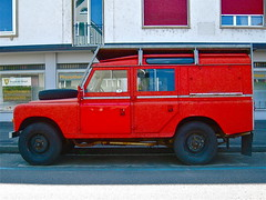 1971-1985 LANDROVER 109'' Series III (ClassicsOnTheStreet) Tags: classic schweiz 4x4 swiss 4wd basel 80s 70s oldtimer british streetphoto spotted 1970s veteran 1980s landrover awd ch 109 streetview straatbeeld brits strassenszene redcar seriesiii zwitserland 2016 klassieker bache gespot straatfoto carspot davidbache 19711985 classicsonthestreet bs64283 holeestrasse