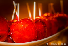 Candy Apple (RennaFoto.com) Tags: las vegas red color rot apple canon de rebel 50mm hotel all candy you manzana bokeh w william can sugar eat buffett apples wynn toffee rosso mele damour kolb pomme mela the poma caramelo liebespfel     liebesapfel t2i caramelitzada my
